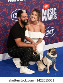 NASHVILLE - JUN 5: Rob Chianelli (L) and Leslie Mosier with Doug the Pug attend the 2019 CMT Music Awards at Bridgestone Arena on June 5, 2019 in Nashville, Tennessee.