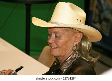 NASHVILLE, TN - JUNE 11: Country singer Lynn Anderson signs autographs in the Nashville Convention Center during the CMA Festival June 11, 2009 in Nashville, Tennessee.