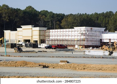 NASHVILLE, TN-MAY, 2015:  New Publix shopping center under construction.