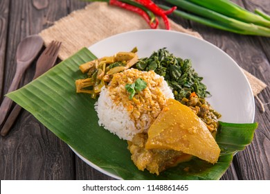 nasi padang served with beef tendon curry, young jackfruit and cassava leaves with sambal hijau or spicy sauce