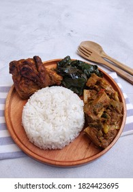 Nasi padang is a typical Indonesian food. usually consists of rice and various side dishes, such as grilled chicken, rendang meat, jackfruit curry and cassava leaf salad.