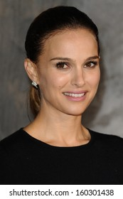 """Natalie Portman arrives for the world premiere of """"Thor: The Dark World"""" at the Odeon Leicester Square, London. 22/10/2013"""