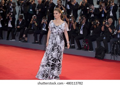 Natalie Portman attends the premiere of 'Jackie' during the 73rd Venice Film Festival at Sala Grande on September 7, 2016 in Venice, Italy.