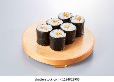 Natto maki (fermented soybeans sushi rolls)