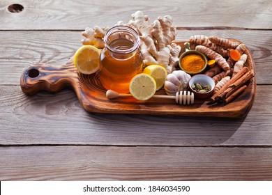 remèdes naturels contre le rhume et la grippe au miel de citron gingembre et ail pour stimuler le système immunitaire