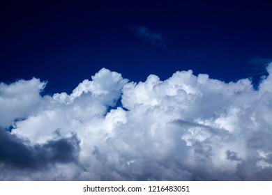 natural cumulus clouds backgroud with towering cumulus