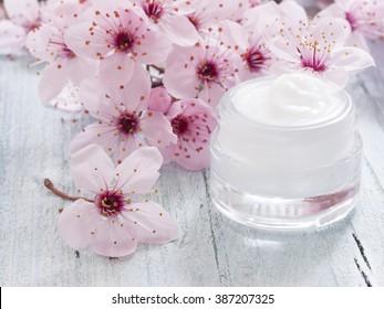 natural facial cream, fresh as spring flowers