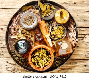Natural herbal medicine,medicinal herbs,roots and herbal medicinal tinctures.Natural herbs medicine