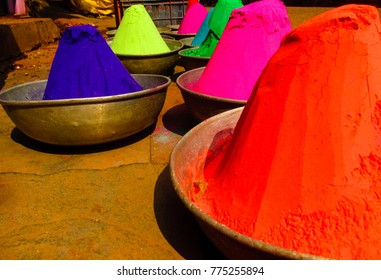 natural powder colors in a indian market place