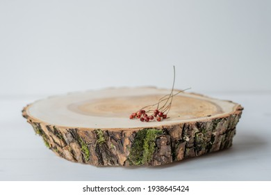 natural raw wood log slice with willow tree bark for wedding rustic table setting house decoration food serving