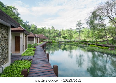 Natural resting place Or vacation home There are walkways, panoramic views Beautiful