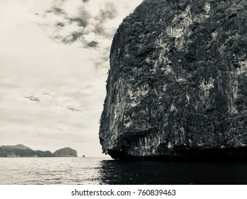 Natural rock formation in El Nido, Palawan, Philippines