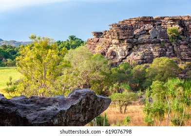 The natural rock formations at Ubirr Rock -NT, Australia- provided a home for aboriginal people for thousands of years, with an abundance of significant sites famous for the aboriginal rock art.