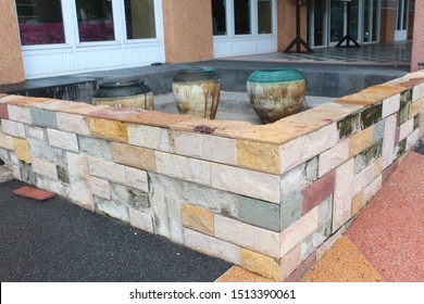 Natural sandstone That is processed into stone to decorate houses and buildings