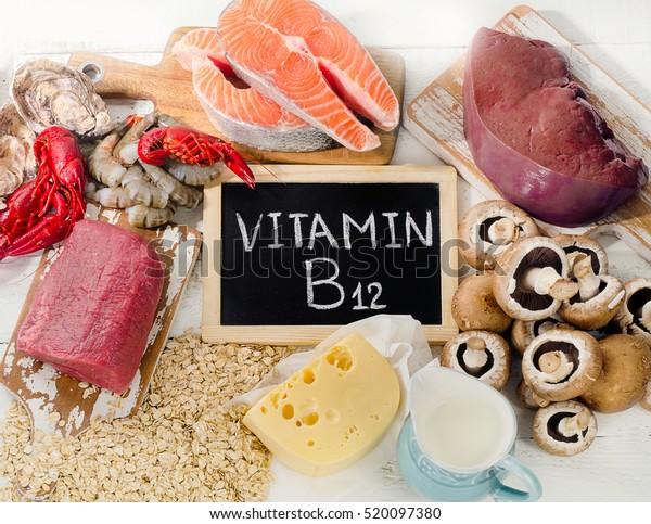 Natürliche Quellen von Vitamin B12 (Cobalamin). Gesunde Ernährung. Draufsicht