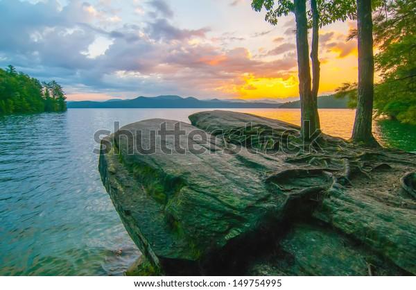 nature around upstate south carolina at lake jocassee gorge mountains