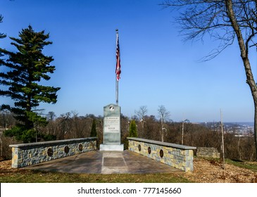 Natures photography landscape and parks-benches , veterans memorial and golf coarse over looking Cincinnati and Northern Kentucky
