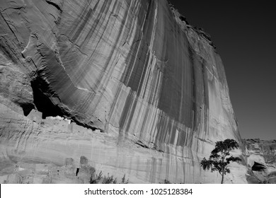 Navajo White House Ruins on a large sandstone cliff in Canyon de Chelly National Monument in Arizona