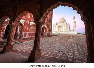 ndia. Taj Mahal indian palace. Islam architecture. Door to the mosque