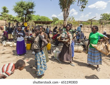 NEAR KONSO, OMO VALLEY, ETHIOPIA - JANUARY 3, 2014: Unidentified People from Konso tribal area at local village market.