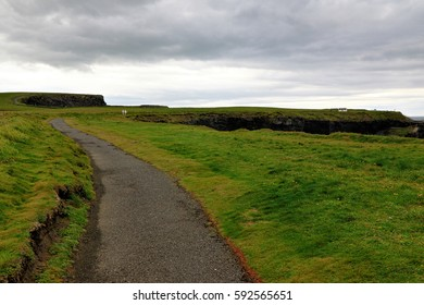 Near the ocean - Cliffs & nature at the coast of Ireland
