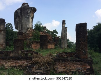 Near Ridge Road Ruang Outside the ancient city of Sukhothai in the north Located just east of the road. History is not