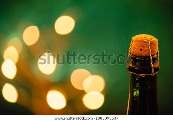 neck-bottle-champagne-green-background-6