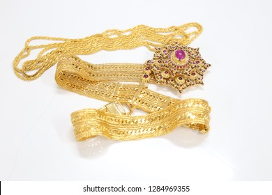 Necklace and gold belt adorned the jewelry of Thai women from the past
