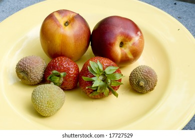 Nectarines, strawberries and lychees on a plate