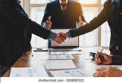 Negotiating a business deal. Concept of dispute resolution and mediation.