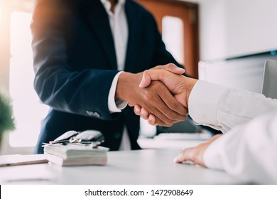 Negotiating business,Image of businessmen Handshaking,Handshake Gesturing People Connection Deal Concept