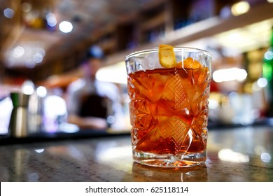Negroni at the bar