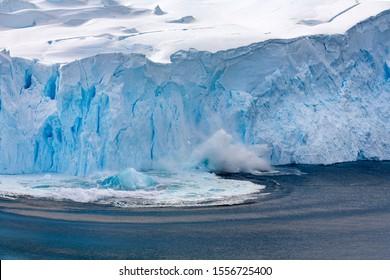 Glaciar Neko Harbour en la bahía de Andvord en la península antártica en la Antártida.