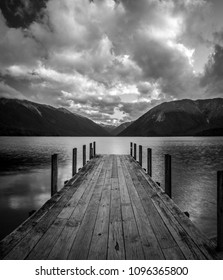 Nelson Lakes National Park, Lake Rotoiti, Kerr Bay, sunset in black and white