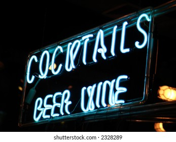 Neon cocktails sign