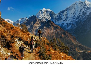 Nepal himalaya khumbu sagarmatha national park hikers