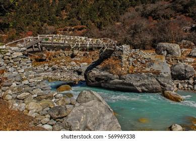 Nepal himalaya sagarmatha national park phortse village river bridge
