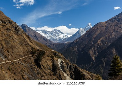 Nepal. Mount Everest trek. From Namche Bazar. Treking