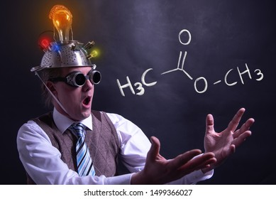 Nerd presenting handdrawn chemical formula of formic methyl acetate molecule