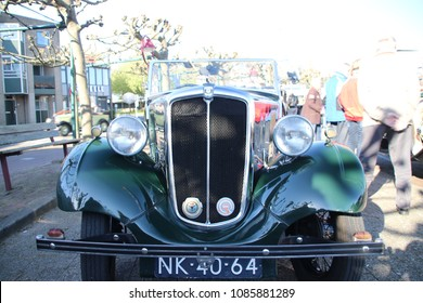 Netherlands -Nieuwerkerk aan den IJssel -  May 5th 2018 - classic cars and motorbikes rally named Hollandse IJsselrit -  Morris MMS 1952