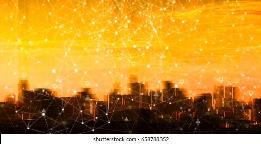 Netzwerk-Stift auf dem Gebäude in der Sunset-Stadt. Verbindungskonzept.