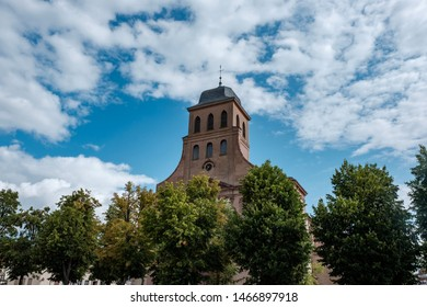 Neuf-Brisach is a French commune with 1915 inhabitants in the department of Haut-Rhin in the region of Grand Est.