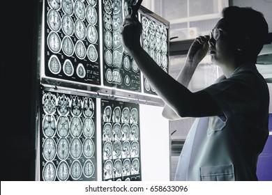 neurologist and brain imaging 3