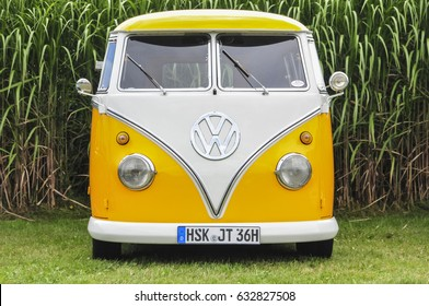 Old Vw Images Stock Photos Vectors Shutterstock