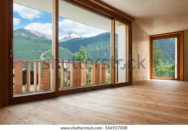 neue Wohnung, Zimmer mit Betonwänden, großes Fenster