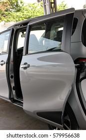 new car model with slide door