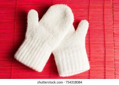 New children's mittens.