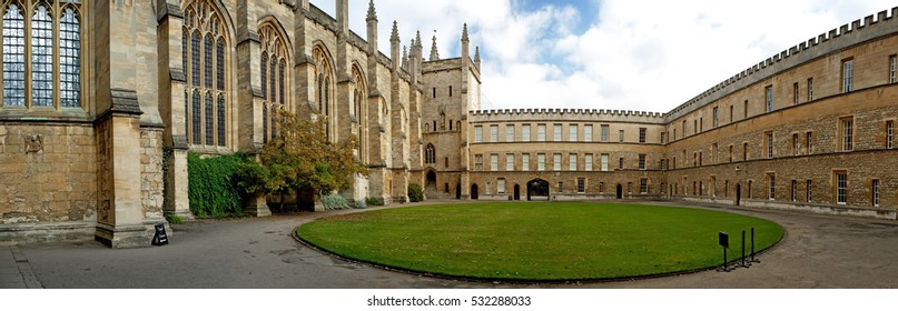 New College Courtyard, Oxford, UK