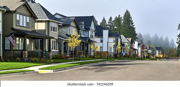 New and comfortable neighborhood. Townhouses, houses, on empty streets.