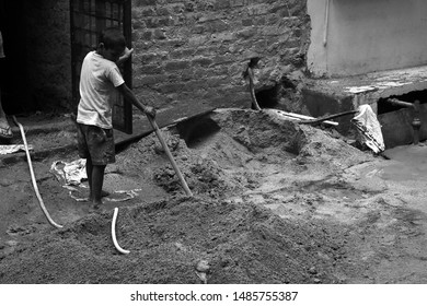 New Delhi, India. 12th august 2019. a child was doing labour work at construction place. it was so sad to see his life. this area was nearby my home. it was dust place.